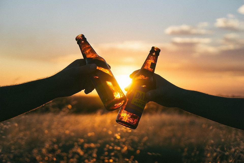 Alkohol, po którym nie ma kaca? Trwają prace nad niezwykłym trunkiem