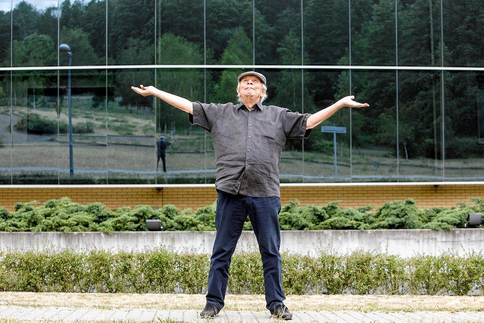Architekt Jerzy Gurawski na kampusie UAM