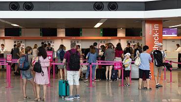 'Nie wejdziecie na pokład, ponieważ samolot będzie wtedy za ciężki'. Kobieta oburzona słowami pracowników lotniska