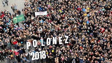 Polonez dla Fredry 2018. Maturzyści zatańczyli na Rynku we Wrocławiu