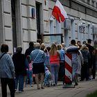 Skąd taka kolejka w lokalu wyborczym przy Andersa na warszawskim Muranowie?