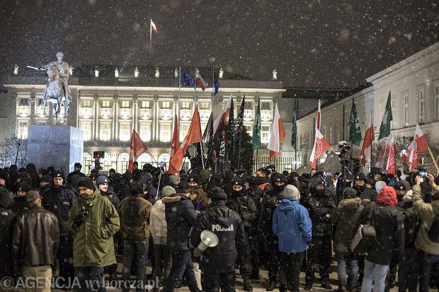 Manifestacja ONR i Młodzieży Wszechpolskiej Odwagi Polsko - Prezydencie podpisz '