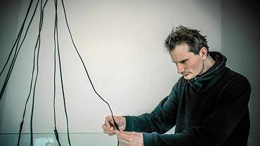 Piotr Bosacki: Sztuka zawsze czerpie tworzywo z dziedzin poza sztuką. Tak być musi, artysta powinien się interesować przede wszystkim światem, a sztuką dopiero w drugiej kolejności