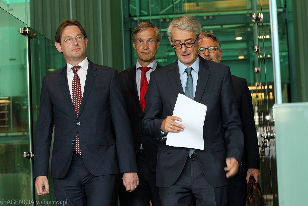 Od lewej, w pierwszym rzędzie: Prezes ENCJ Kees Sterk i rzecznik SN Michał Laskowski