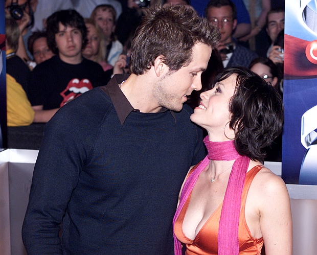Host of the Juno Awards, Alanis Morissette kisses, her boyfriend Brian Reynolds as they arrive for the 2004 Juno Awards for Canadian Music, in Edmonton April 4, 2004.           REUTERS/Patrick Price