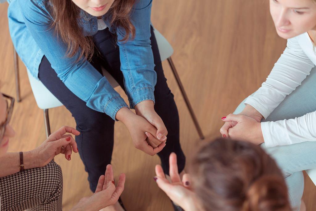 Terapia grupowa pozwala niektórym chorym zrozumieć istotę zaburzenia (iStockphoto.com)