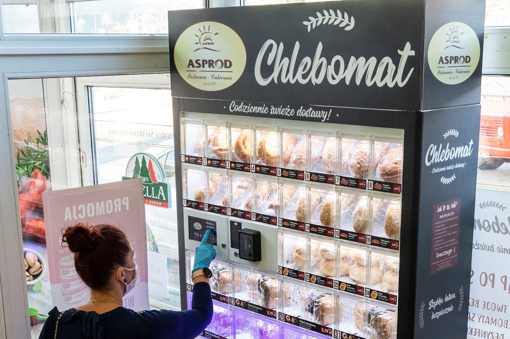Zakupy na miarę czasów: W Szczecinie stanęły chlebomaty