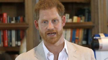 Książę Harry przerwał milczenie w sprawie lotów prywatnym odrzutowcem. Te loty im się po prostu należały?