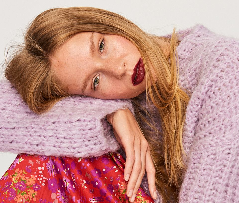 Fioletowy sweter z domieszką wełny