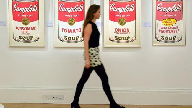 """Słynne """"Puszki z zupą firmy Campbell"""" Andy'ego Warhola mają już 55 lat"""