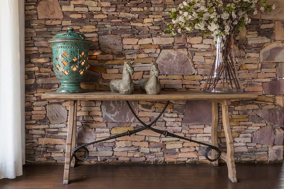 Kamień dekoracyjny w domu.
