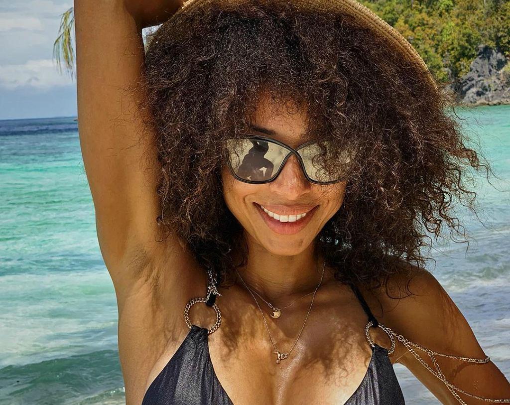 Seksowna Omenaa Mensah odsłoniła boskie ciało w bikini. Znamy sekret jej szczupłej sylwetki