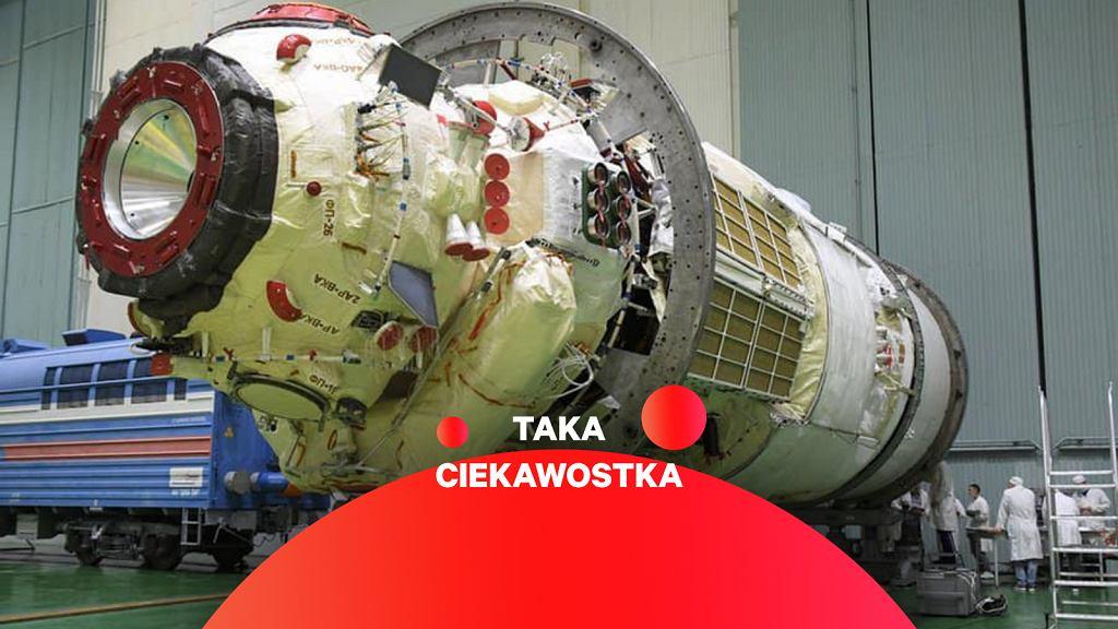 Moduł Nauka przed zamontowaniem do rakiety nośnej Proton
