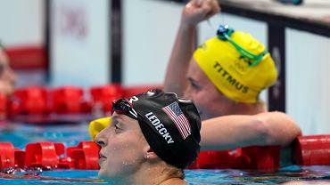 Ariarne Titmus i Katie Ledecky po pływaniu na 400 m stylem dowolnym