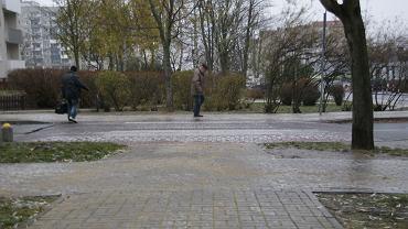 Gołoledź w Zielonej Górze. Na zdjęciu ul. Węgierska