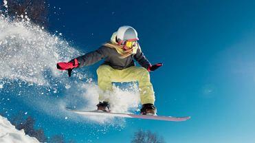 Dziewczyna na snowboardzie