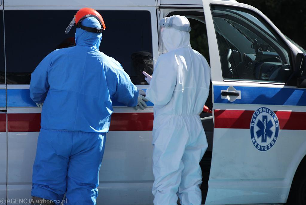 Koronawirus. Karetki krążą między szpitalami, szukając miejsc dla chorych. Zdjęcie ilustracyjne