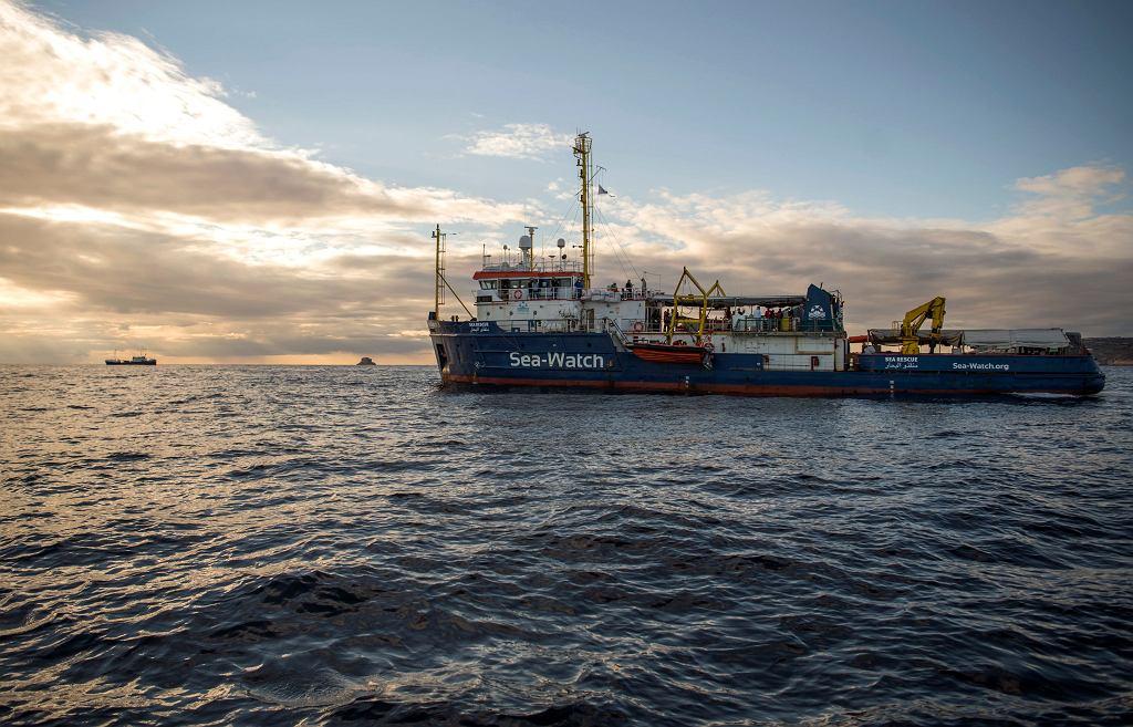 Poszukiwanie imigrantów na Morzu Śródziemnym (zdjęcie ilustracyjne)