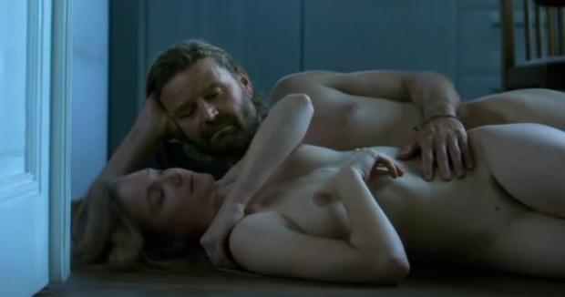 masaż piersi porno