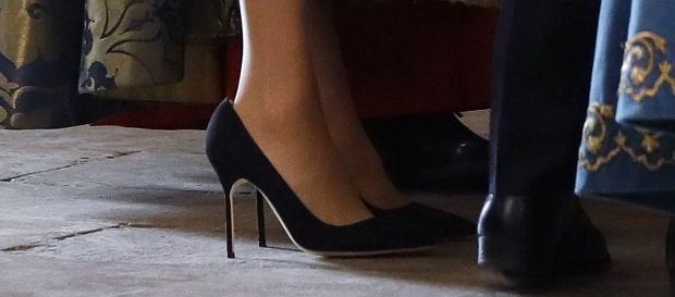 63e1377ad Meghan Markle często nosi za duże buty. To nie są wpadki. Wiemy, dlaczego  tak robi
