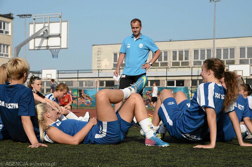 Piłkarki KPP Stomil Olsztyn podczas treningu
