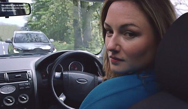 Odwracasz się do dziecka, kiedy prowadzisz auto? Poruszające wideo pokazuje, czemu nie powinieneś