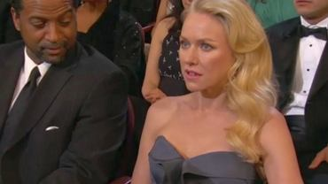 Oscary 2013 - Naomi Watts nie wierzy, że Seth McFarlane śpiewa 'We saw your boobs'