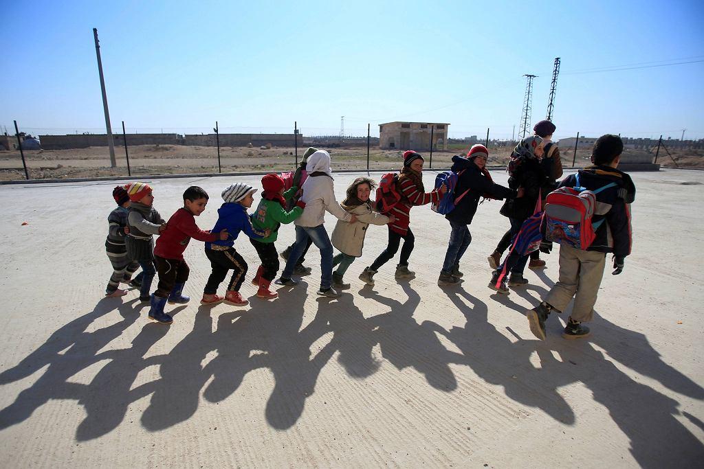 Dzieci na przedmieściach Aleppo