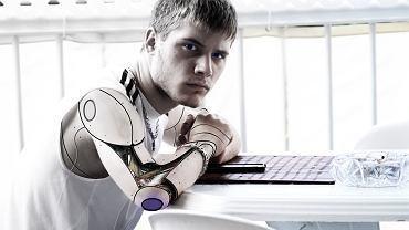 Podobno roboty będą zabierać nam pracę, a Sztuczna Inteligencja wkraczać w kolejne obszary naszego życia, łącznie z tymi bardziej osobistymi czy nawet intymnymi