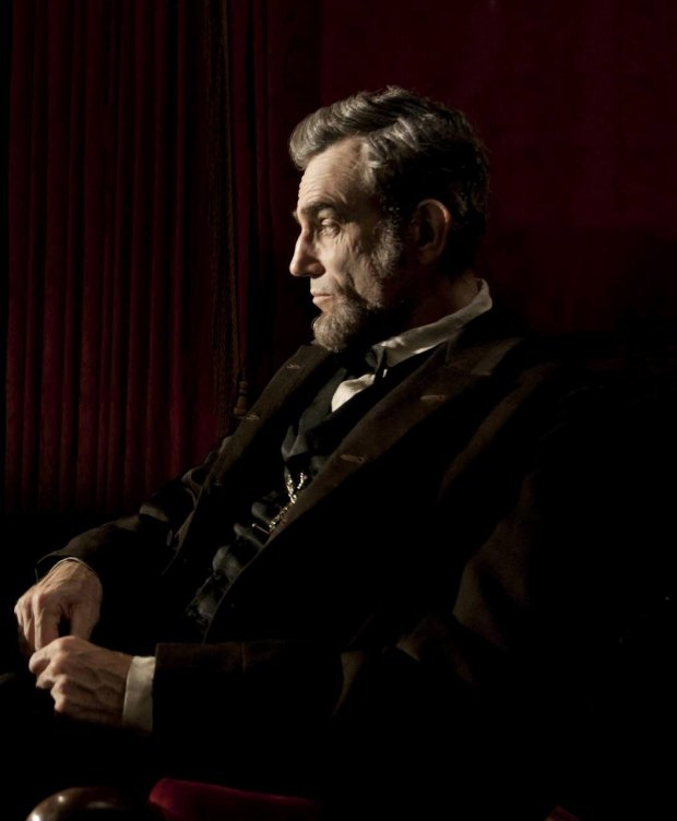 """""""LINCOLN""""  L-001131R  Daniel Day Lewis stars as President Abraham Lincoln in this scene from director Steven Spielberg's """"Lincoln"""" from DreamWorks Pictures and Twentieth Century Fox.  Ph: David James, SMPSP  DreamWorks II Distribution Co., LLC. All Rights Reserved. SLOWA KLUCZOWE: Daniel Day-Lewis"""