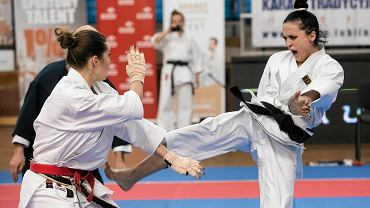 Lublin 21014. Finał Polskiej Ligi Karate: Małgorzata Baranowska-Zabrocka (z lewej) i triumfatorka całej imprezy Justyna Marciniak