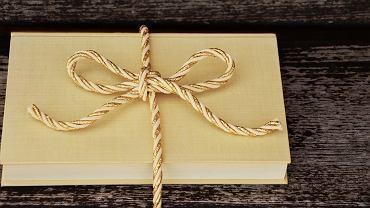 Książka na prezent - zdjęcie ilustracyjne