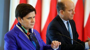 2017 r. Ówczesna premier Beata Szydło i ówczesny minister zdrowia Konstanty Radziwiłł