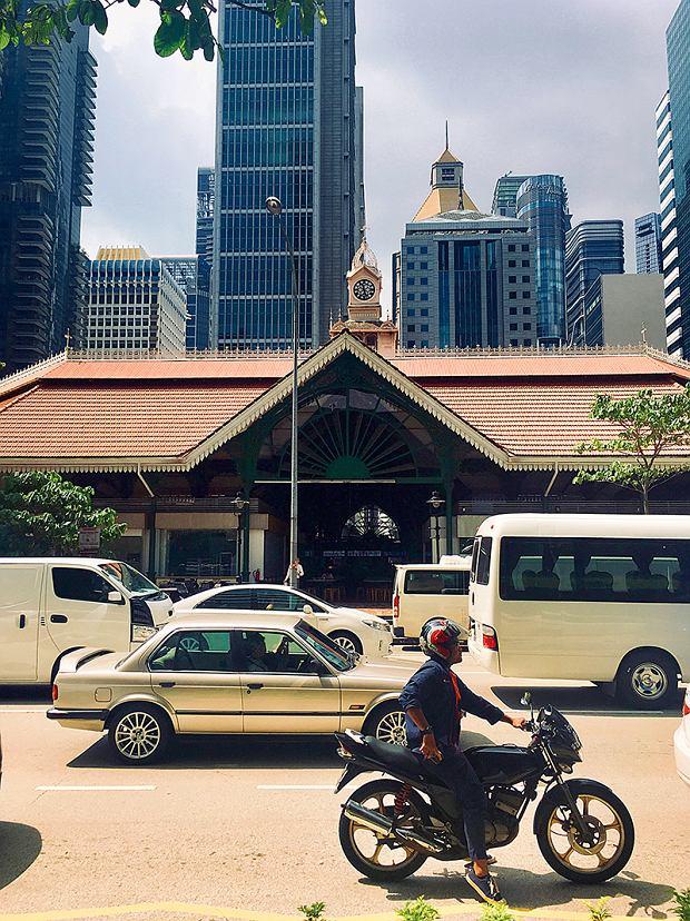 Centrum Singapuru - wieżowce iTelok Ayer Market wwiktoriańskim budynku z1894 roku