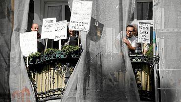 13 sierpnia 2012 r. Lokatorzy zabarykadowali się w kamienicy przy ul. Stolarskiej. Prosili o obronę przed 'czyścicielami' kamienic