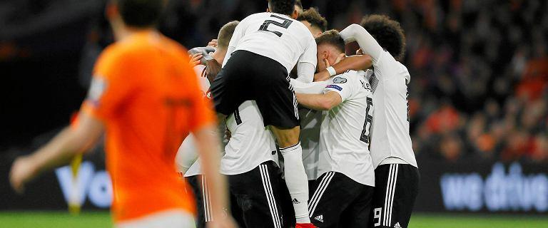 Fantastyczny hit w meczu Holandii z Niemcami. Padło pięć bramek. Grali też nasi grupowi rywale