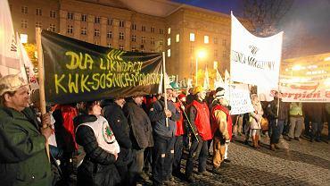 Katowice: pikieta górników pod Urzędem Wojewódzkim