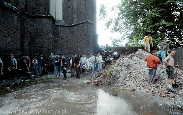 Zdjęcie numer 19 w galerii - 17 lat temu Odra zalała Wrocław. Tak wyglądało miasto [FOTO]