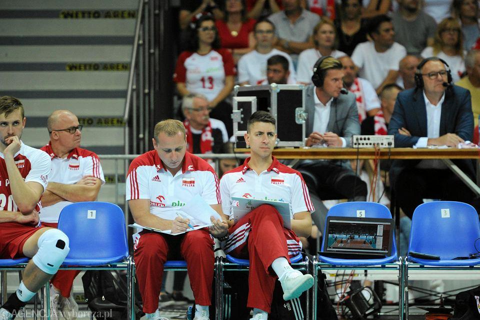 Mieszko Gogol (z prawej) jest asystentem Vitala Heynena w reprezentacji. Obok Sebastian Pawlik