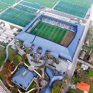 """Stadion jak katedra w środku małej węgierskiej wsi. """"Pomnik korupcji i megalomanii"""""""