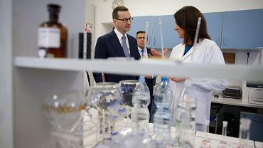 Koronawirus. Premier Morawiecki wydaje polecenie firmom. Na Allegro zakaz sprzedaży masek i żeli