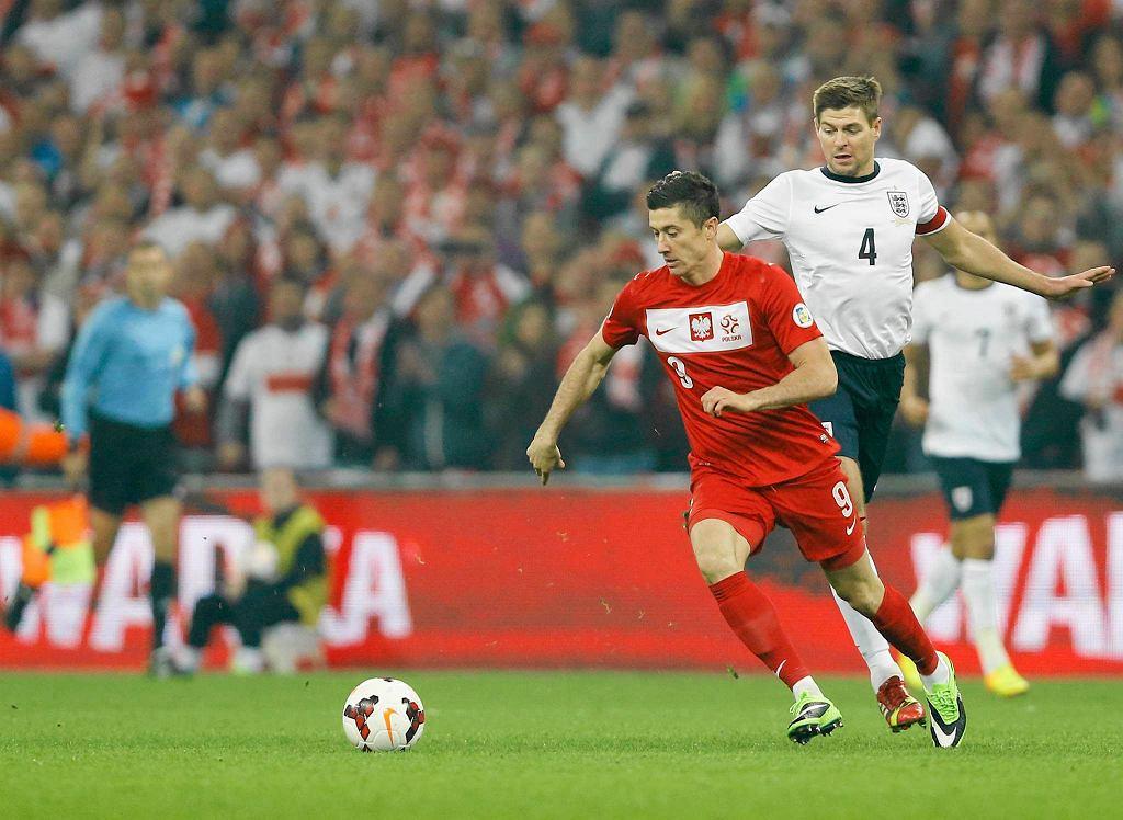 Robert Lewandowski, za nim Steven Gerrard