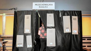 Eurowybory 2019. Lokal wyborczy w gminnym ośrodku kultury w Czerwonaku tym razem stał się stacją kolejową