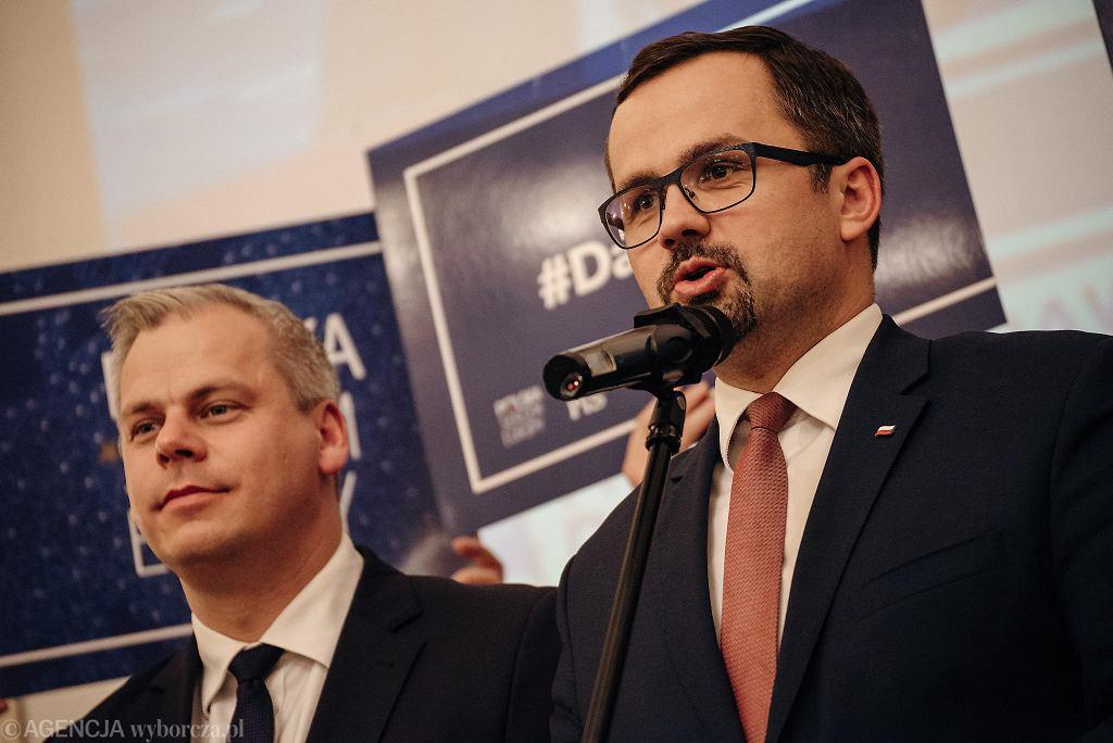Marcin Horała (z prawej)