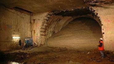 Grunt razem z wodą wlał się na budowę łącznika między dwoma częściami stacji Powiśle