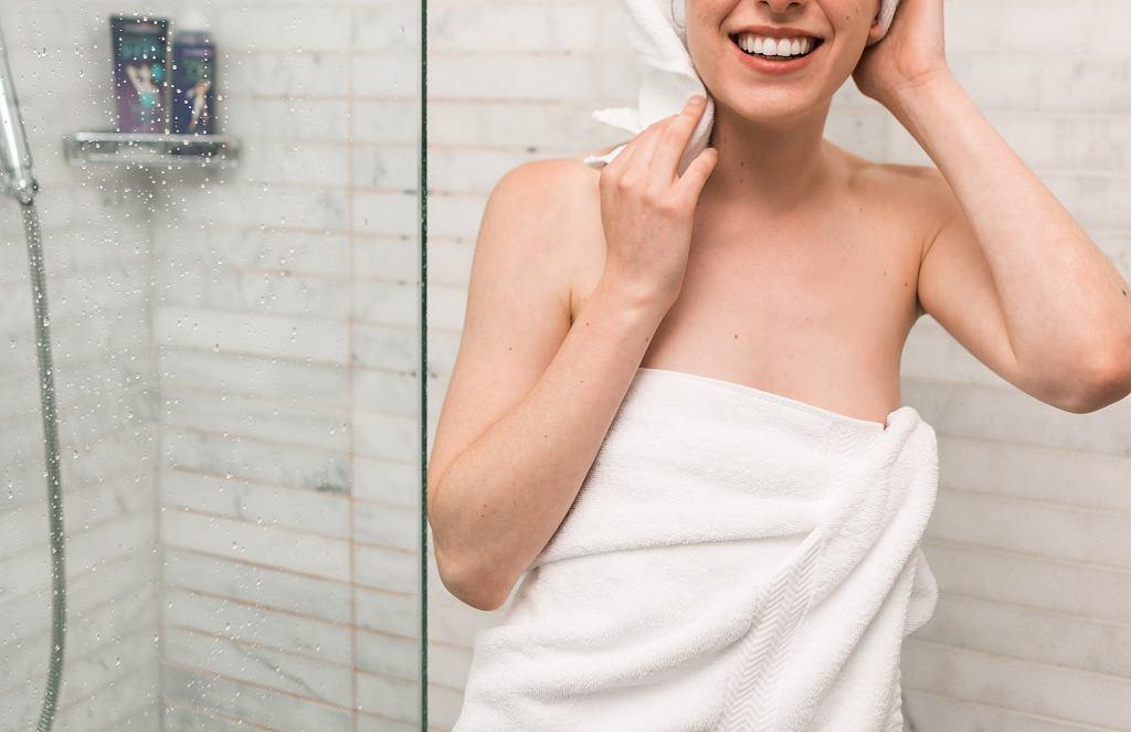Podczas siedzenia w domu nie chce ci się brać prysznica? Konsekwencje mogą być opłakane