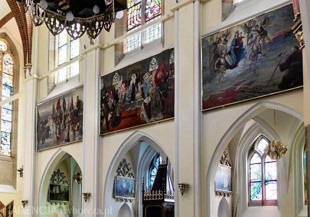 Cykl Maryjny autorstwa Józefa Unierzyskiego, zdobiący wnętrze nawy głównej katowickiego kościoła parafialnego pod wezwaniem Niepokalanego Poczęcia Najświętszej Marii Panny w Katowicach