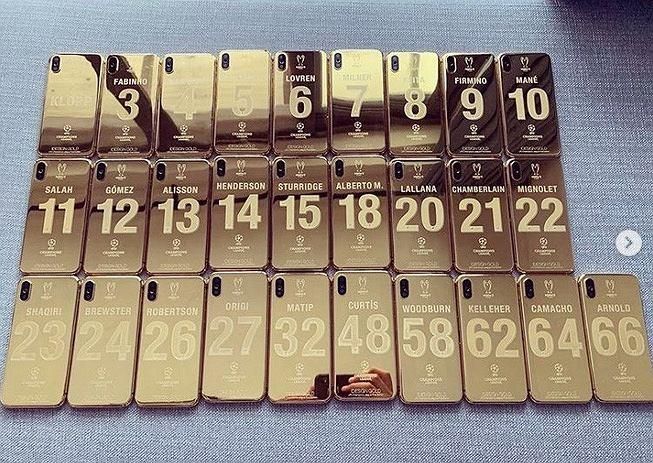 Złote iPhone'y dla zawodników Liverpoolu