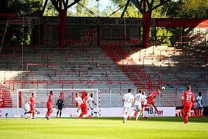 Dwóch kibiców znalazło sposób na obejrzenie meczu Union - Bayern. Złapała ich policja