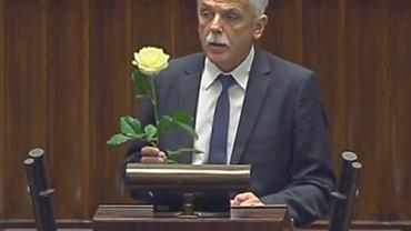 Poseł Stanisław Huskowski wniósł na mównicę sejmową białą różę